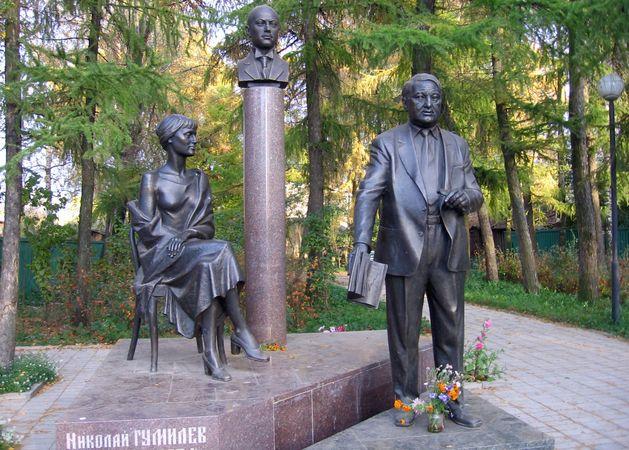 Памятник с семейный Бежецк Мемориальный комплекс из малинового кварцита и гранитов Улица Академика Янгеля